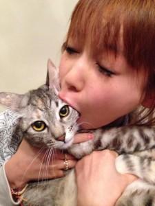 中川翔子_猫_食べる_0001